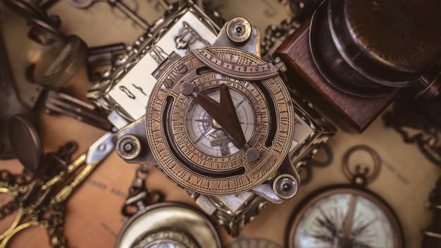 Antiker sonnenuhr-kompass