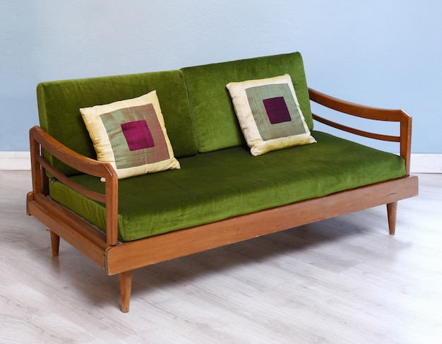Antikes gepolstertes sofa