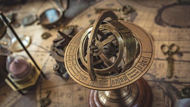 Antikes messing armillary sternzeichen globe pedestal