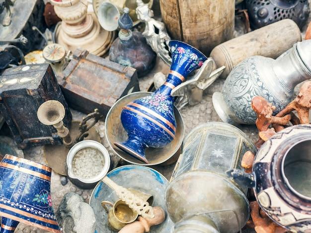 Antiquitäten auf dem flohmarkt