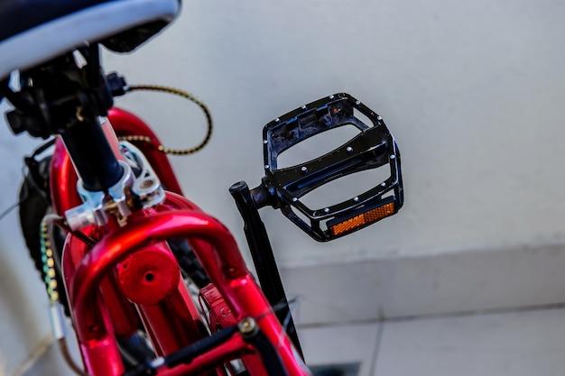 Antrieb (3d gerenderte fahrradübertragung auf weißem hintergrund)