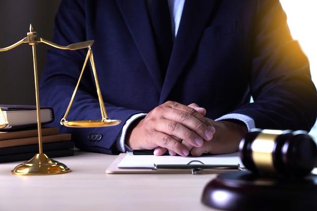 Anwalt anwalt konzept justiz anwälte mit team