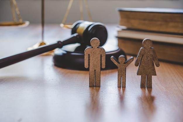 Anwalt skaliert gerechtigkeit