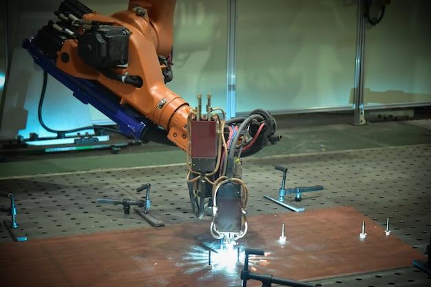Anwendung des automatischen schweißroboters beim metallschweißen