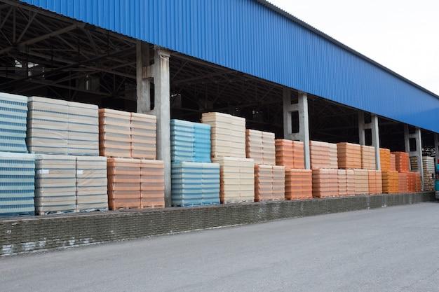 Anzahl der verpackten paletten mit vorrätigen produkten