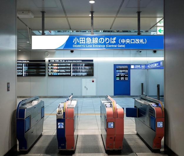 Anzeigebildschirm des japanischen u-bahn-systems für fahrgastinformationen