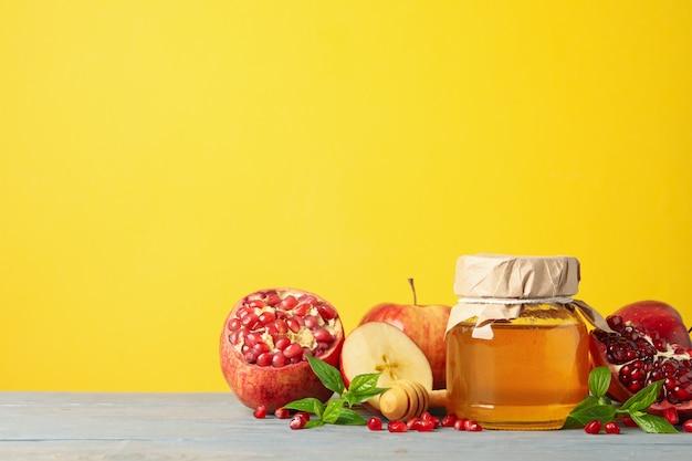 Apfel, honig und granatapfel gegen gelb. behandlung zu hause