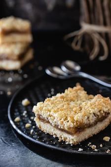 Apfel-streusel-dessert. nahansicht. speicherplatz kopieren.