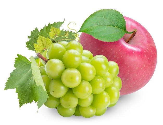Apfel und glänzende muscat-traube lokalisiert auf weiß