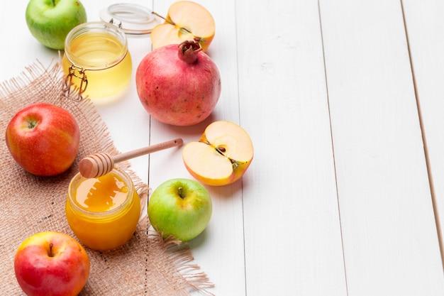 Apfel und honig, traditionelles essen des jüdischen neujahrs