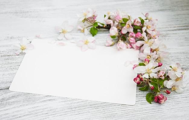 Apfelblüten mit karte