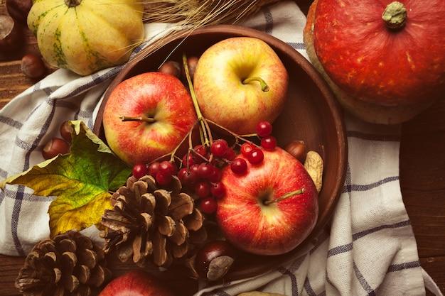 Apfelfrüchte stillleben