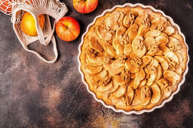 Apfelkuchen mit walnüssen und zimt