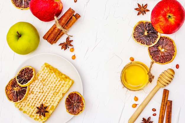 Apfelkuchen zutaten auf dem tisch