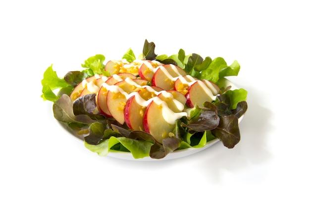 Apfelsalat mit griechischem joghurt und goldener bohne bestreuen.