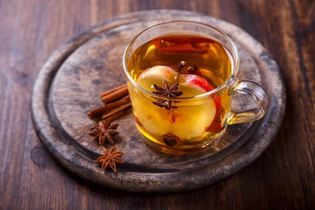 Apfelwein-getränk, saft, apfelwein mit gewürzen