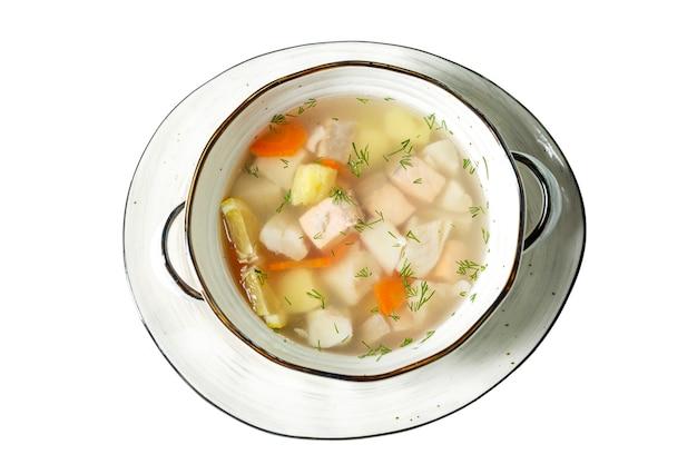 Appetitanregende fischsuppe mit zitrone in einer platte