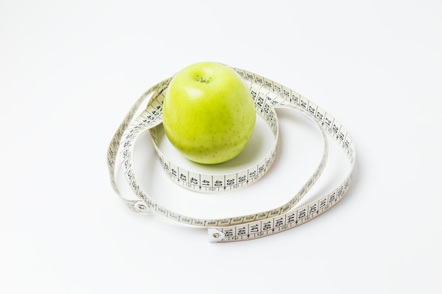 Apple umgeben von einem maßband