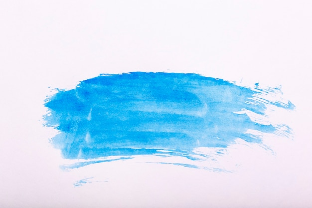 Aquarell hintergrund. blaue pinselstriche aquarellfarbe auf weißem papier. foto in hoher qualität