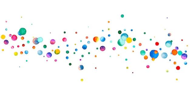 Aquarell konfetti auf weißem hintergrund. entzückende regenbogenfarbene punkte. fröhliche feier breite bunte helle karte. saftiges handbemaltes konfetti.