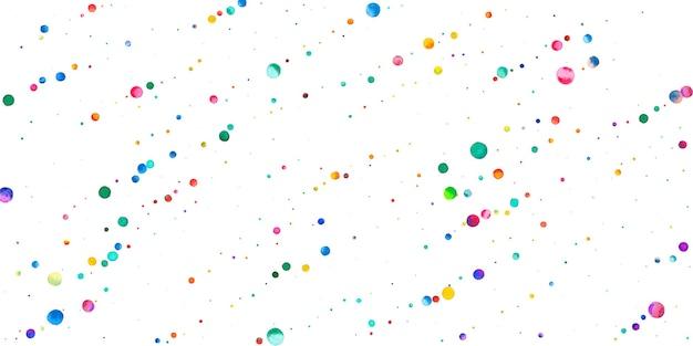 Aquarell konfetti auf weißem hintergrund. lebendige regenbogenfarbene punkte. fröhliche feier breite bunte helle karte. faszinierende handbemalte konfetti.