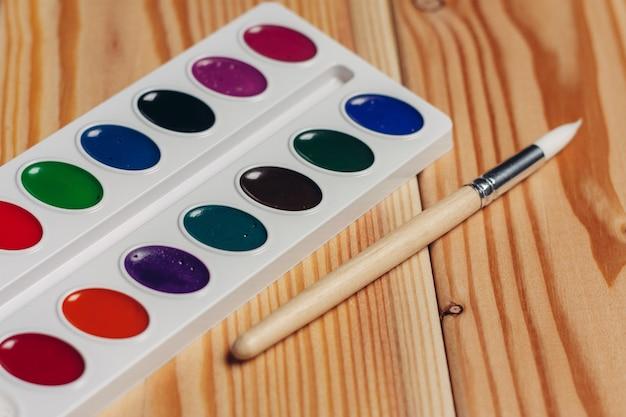 Aquarellfarbe essen holz tischzeichnung kunst nahaufnahme