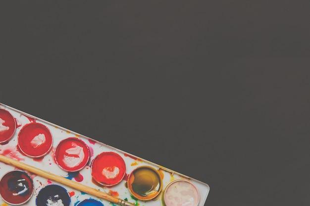 Aquarellfarben in einer box.