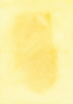 Aquarellgelbe flecken auf papierhintergrund mit platz für text