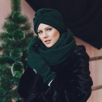Arabische dame mit wollmütze