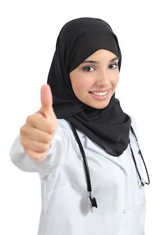 Arabische frau auf weiß