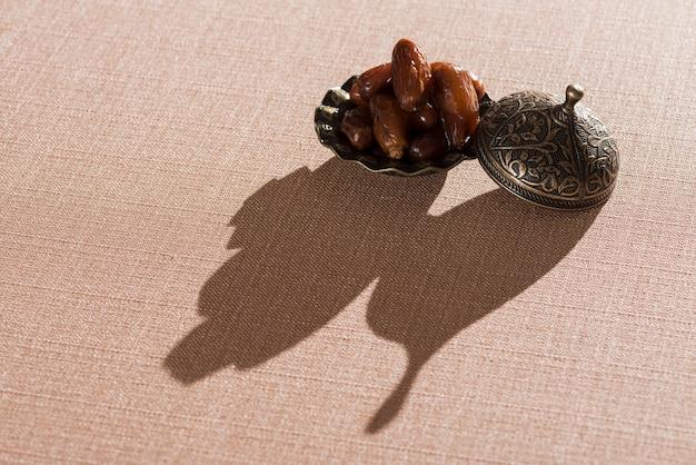 Arabische lebensmittelzusammensetzung mit schatten für ramadan