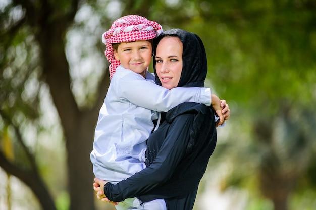 Arabische mutter und sohn