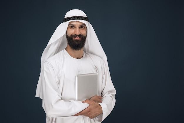 Arabischer saudischer geschäftsmann