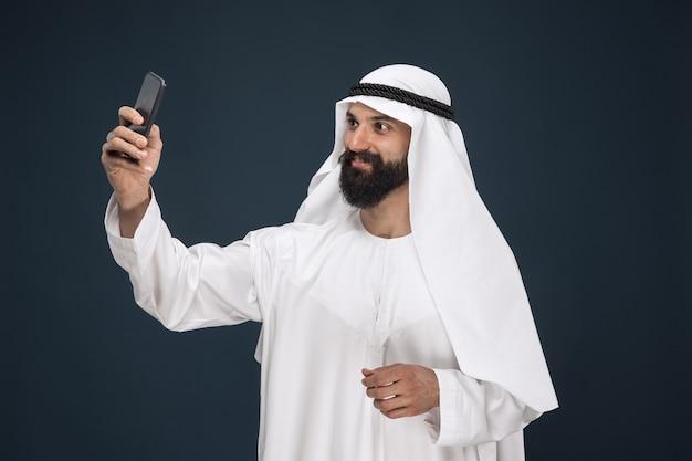 Arabischer saudischer mann
