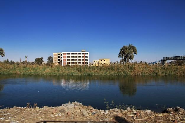 Arabisches haus in el minya-stadt, ägypten