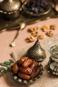 Arabisches nahrungsmittelkonzept für ramadan