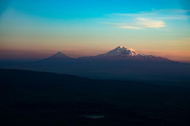 Ararat berg in armenien bei sonnenuntergang