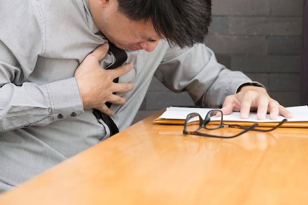 Arbeite hart, bis ein herzinfarkt auftritt