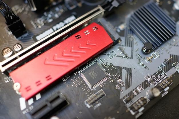 Arbeiten am motherboard und pc-prozessor