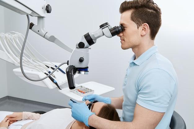 Arbeiten mit dem mikroskop
