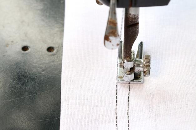 Arbeiten mit der nähmaschine