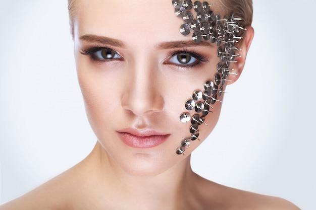 Arbeiten sie porträt einer schönheit mit den langen wimpern und den piercing augen um.