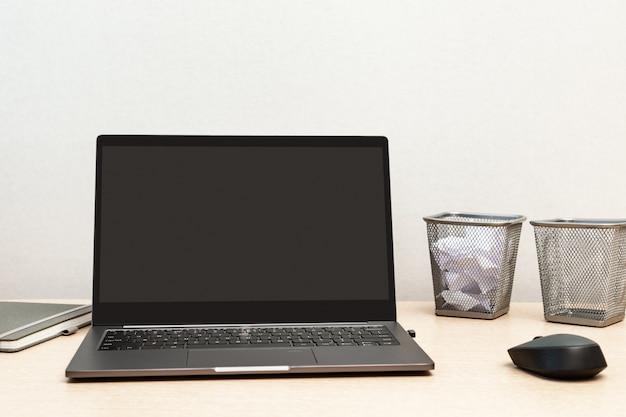 Arbeiten von zu hause aus für online-schulungen oder remote-arbeiten