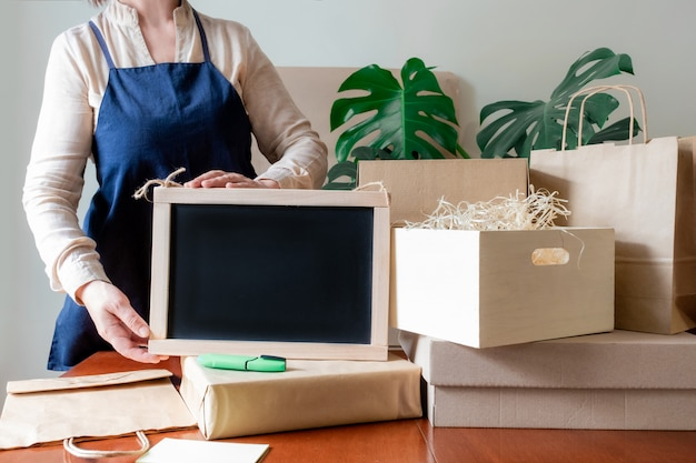 Arbeiter lieferservice spende packtasche box schürze packer hand post