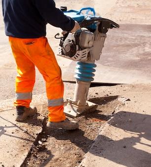Arbeiter mit presslufthammer