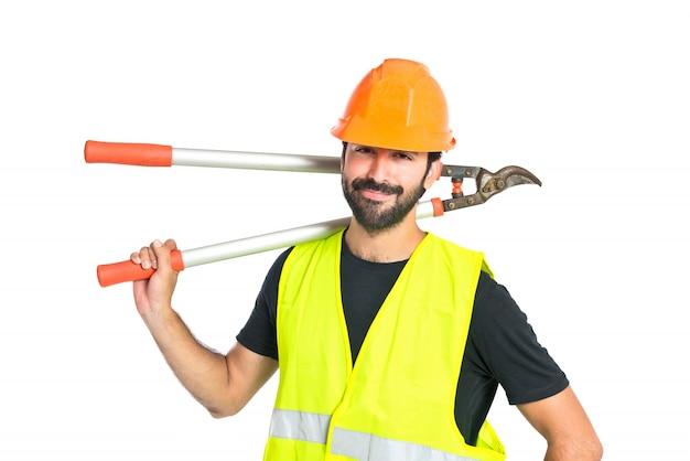 Arbeiter mit schere mäher auf weißem hintergrund