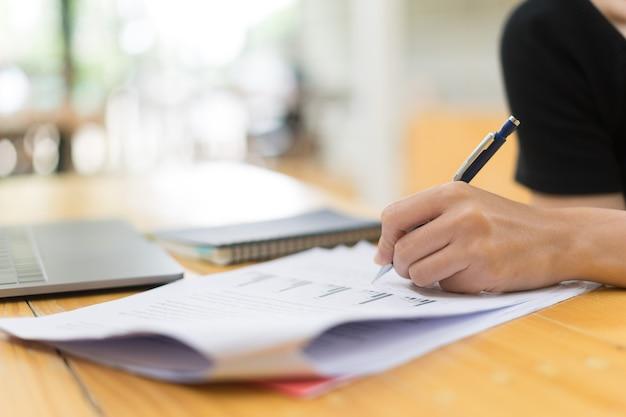 Arbeitsaufgaben der studentenstudie und -anfangs in der universität