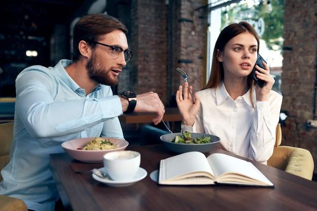 Arbeitskollegen cafe frühstück kommunikationsbeamte finanzieren