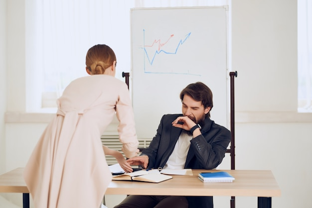 Arbeitskollegen desktop-office-kommunikationsprofis