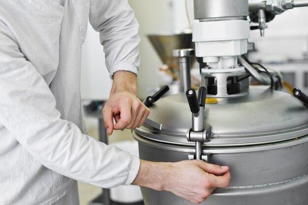 Arbeitskraft schließt industriemischer, lebensmittelindustrie, fördererlinie